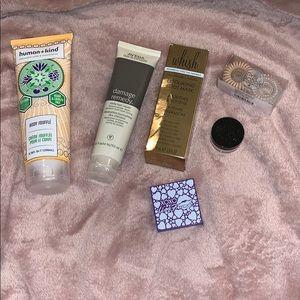 Bundle of cosmetics / makeup